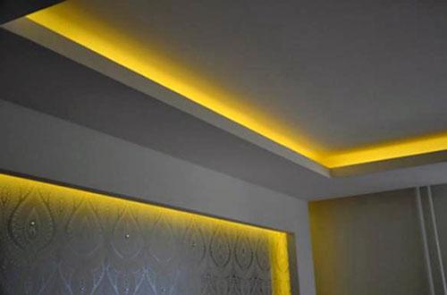 подсветка на профиле потолка
