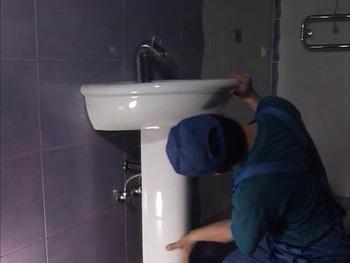 Сантехнику в ванной своими руками