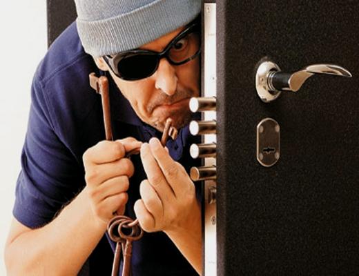 Поліція затримала серійних квартирних крадіїв
